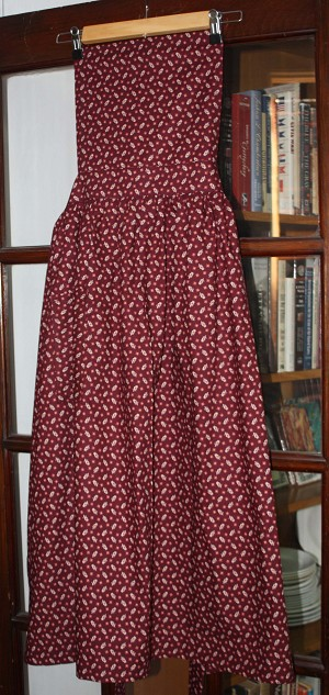 Pinner Apron. Rust Color Print