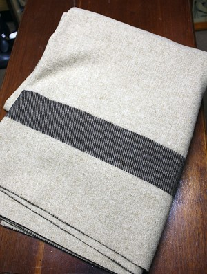 "Woolrich ""Fort Sumter"" Blanket with ""US"" Embroidery Instructions"